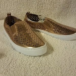 Qupid Shoes - NIB Rose Gold slip ons
